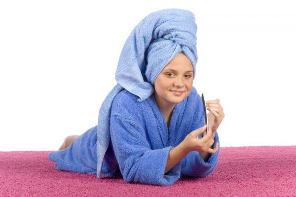голова в полотенце