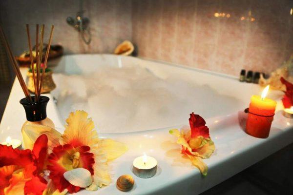 Ванна с пеной и эфирными маслами
