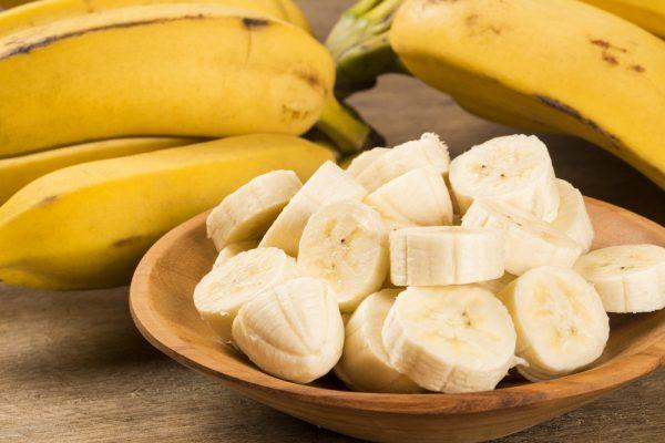 Банан, порезанный кружочками