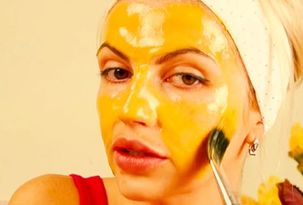 Маска с мёдом и желтком