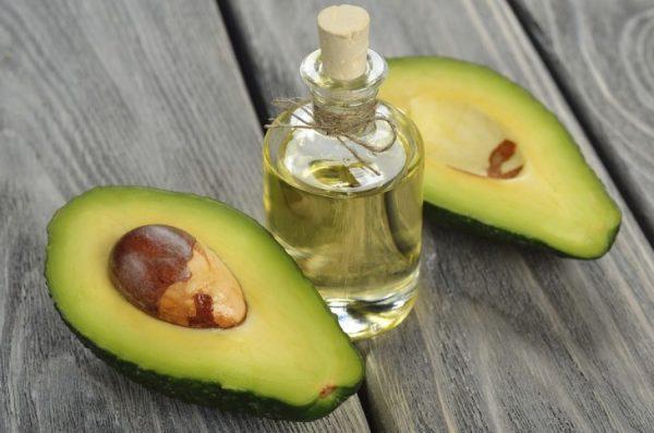 Плоды и масло авокадо