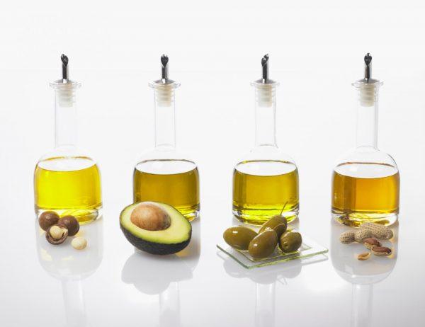 Сандаловое масло с различными ингредиентами для масок
