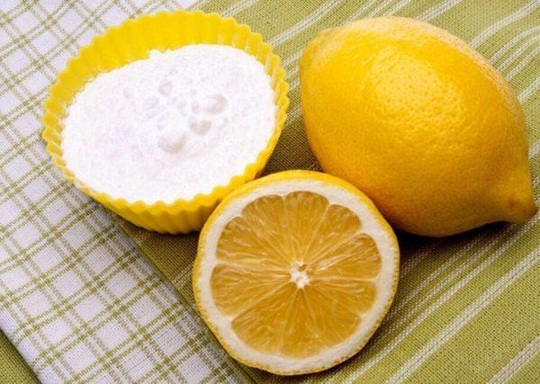Сода в жёлтой пиале и лимон