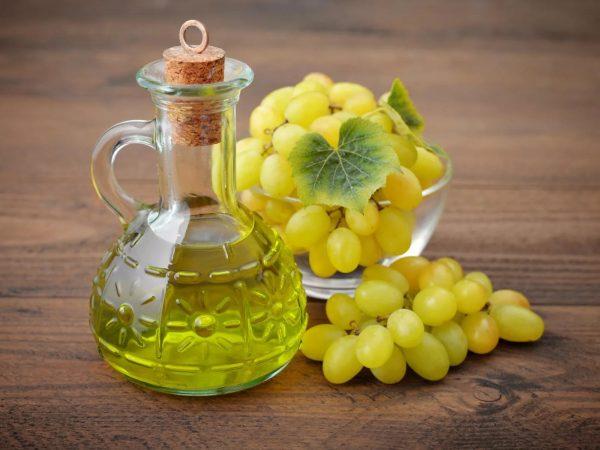 Виноград и масло из виноградных косточек