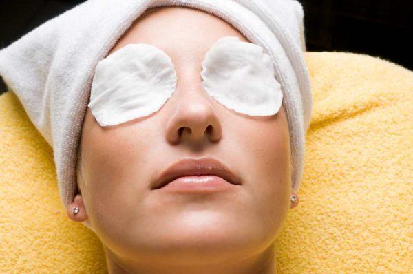 Примочки для кожи вокруг глаз с льняным маслом