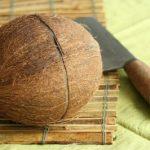 Разбивание скорлупы кокоса