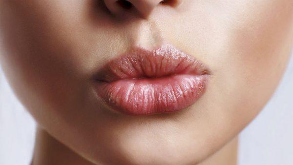 Шелушение губ