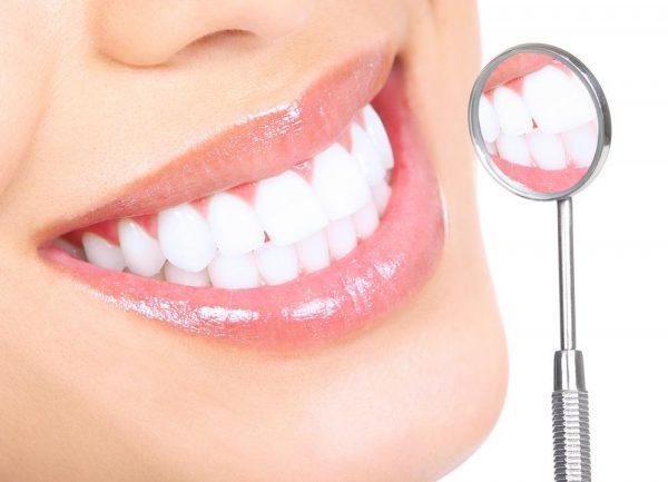 Зубы и стоматологическое зеркало