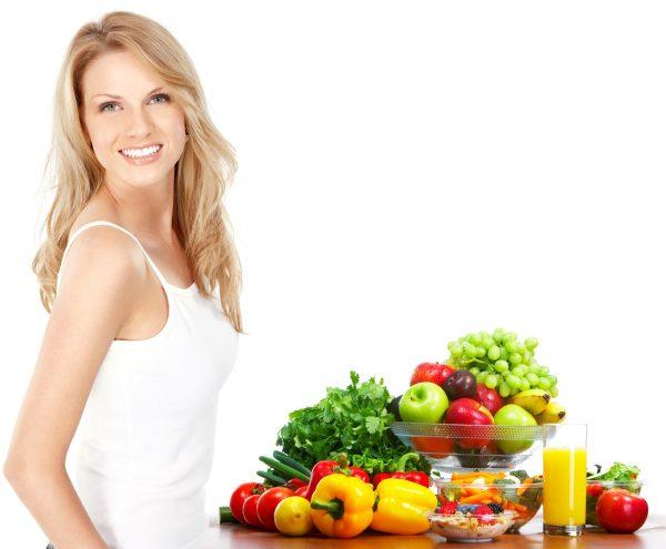 Девушка, фрукты и овощи