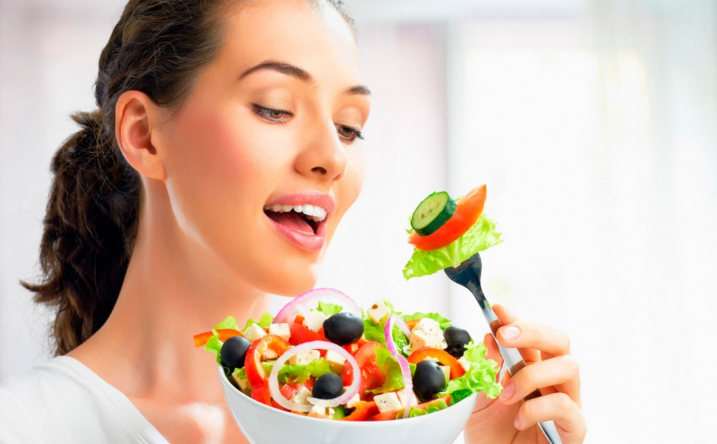 девушка с диетическим питанием